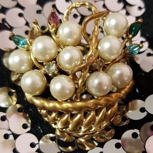 VINTAGE Gold Pearl Basket Avon Detailed Brooch Pin